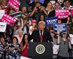 在執政100天之際,川普(特朗普)總統4月29日在賓州哈里斯堡做了一個小時的演講,他將抨擊華盛頓DC媒體作為中心主題。  (Alex Wong/Getty Images)