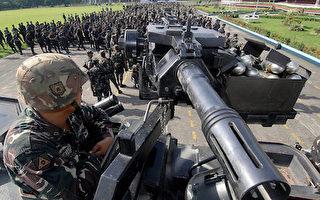 2007年9月11日,菲律賓軍隊聚集在軍方總部阿奎納多將軍營(Camp Aguinaldo)。(JAY DIRECTO/AFP/Getty Images)