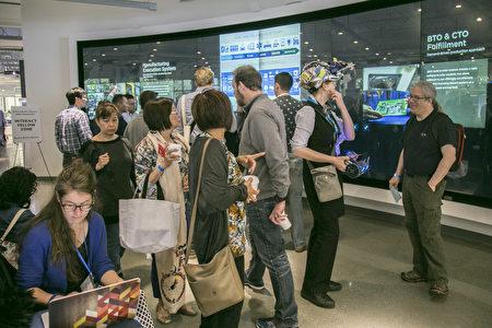 """连续举办8年的""""机器人社区聚会"""",每年都会吸引数千人来参观。(曹景哲/大纪元)"""