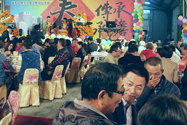 春酒晚会举办了8年,搭起联系亲友情感的桥梁。(赖友容/大纪元)