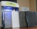 多功能清净机的前置水洗式、活性碳+沸石、5公分Hepa、光触媒等滤网,及紫外线灯管(右起)。(赖友容/大纪元)