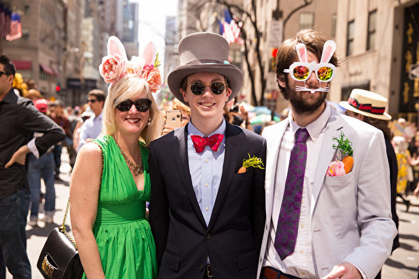 纽约第五大道复活节帽子争奇斗艳。(戴兵/大纪元)