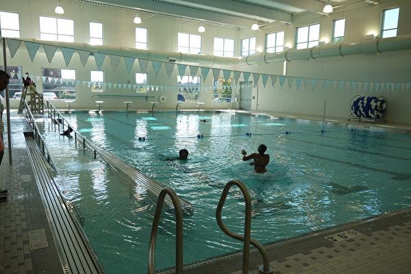 谭继平公园体育馆游泳池。(温文清/大纪元)