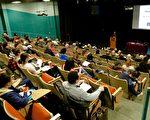 4月6日,Leon Lee导演的获奖纪录片《活摘——中国的非法器官交易》(下简称:《活摘》)在渥太华大学放映。这是由加拿大生物道德协会协调的国家健康伦理学周的活动之一。活动吸引了来自教育、法律、医疗、政界、非政府组织、媒体等各族裔主流观众百余人。(任侨生/大纪元)
