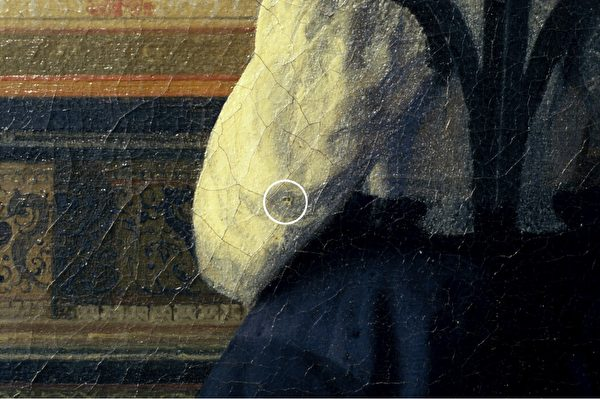 约翰内斯‧维米尔(Johannes Vermeer)画作《音乐课》(The Music Lesson)局部,作于1662—1664年间,上面的针孔清晰可见。(Courtesy of Jorgen Wadum)