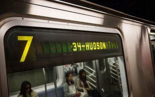 近期有九起女性被偷案件,都发生在7号地铁上。 ( Andrew Burton/Getty Images)