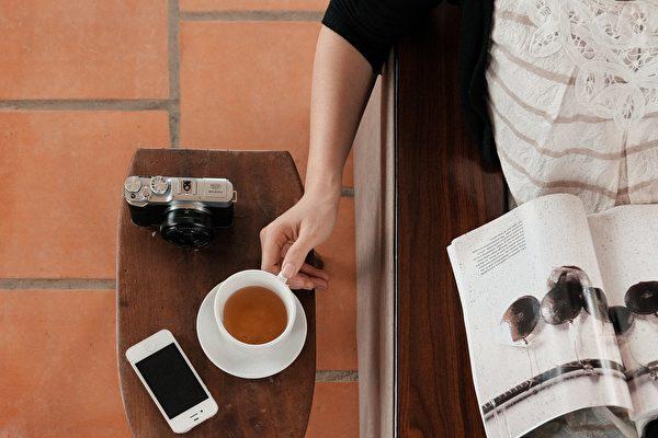每天享用一杯最喜爱的茶,可以为记忆力提供多年的保护,并将罹患认知障碍、失智症的风险降低一半以上。(Bino Storyteller/Unsplash)