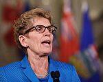 安省省长韦恩(Kathleen Wynne)4月24日在汉密尔吨宣布发放基本收入试点项目细节。(加通社)