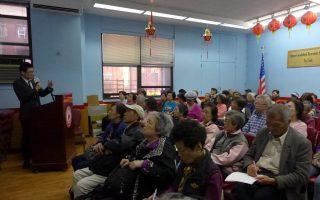 康奈爾醫學院內科助理教授包程熹11日在中華公所舉辦講座,教大家預防腦部老化。 (蔡溶/大紀元)