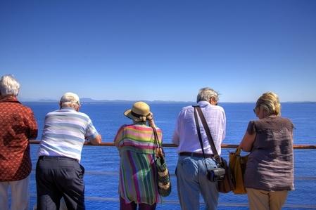 在耄耋之年,还可以、也愿意携手并肩共游,老人家的内心深处必定仍保有一份温柔浪漫的情怀。(fotolia)