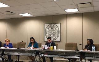 市議會消費者委員會以五比零通過了這一法案。 (于佩/大紀元)