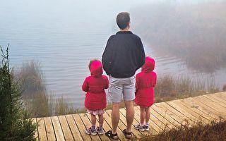 中國雙胞胎被兩美國家庭領養 首次一起度假