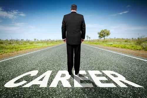 美国畅销书作家路易斯(Michael Lewis)主张,懒惰是成功的关键,它能协助人们确保自己所做的工作是最棒的工作。图为一名在职业生涯上前进的男子。(Fotolia)