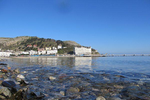平静的海面,清澈的海水,兰迪德诺着实带给人不小的惊喜(大纪元图片)