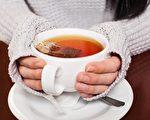 茶泡得越久,茶水里面的保健活性成分就越多。(Adam Otvos/Shutterstock)
