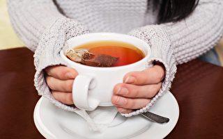 茶泡得越久,茶水裡面的保健活性成分就越多。(Adam Otvos/Shutterstock)