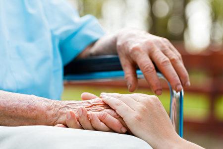 改变生活方式而不是研发新药,可能是预防阿兹海默症的最佳途径。(Lighthunter/Shutterstock)