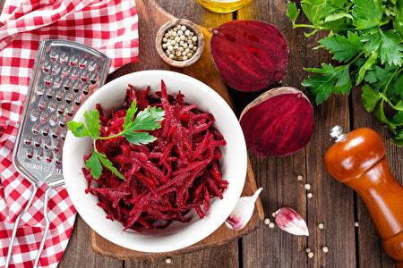 多吃甜菜和富含膽鹼的食物,可促進膽汁分泌。(Sea Wave/Shutterstock)