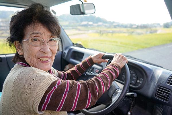 日本老人大多非常喜欢健身和旅行。(Shutterstock)