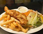 炸魚薯條是一道源自英國的熱食,魚裹上麵糊油炸,搭配炸薯條,吃的時候還會配上不同口味的調味醬,是著名的英國小吃。(Kariwiil/CC/Pixabay)