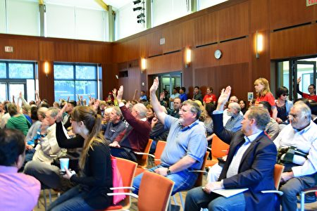 硅谷举办居民与民选官员大型开放式对话,研讨城市理性发展。(梁博/大纪元)