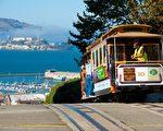旧金山的当当车(Cable Car),因其复古外型,成为旧金山的地标之一,外来游客乘者众多。(shutterstock)