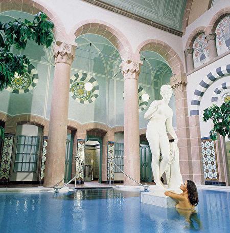 小镇Bad Wildbad的温泉宫(Palais Thermal)(黑森林旅游局提供)