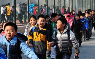 专家指出,儿童是未来的人力资本,让孩子进城接受教育,有利于整个国家的经济和社会发展。(MARK RALSTON/AFP)