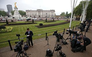 外媒今天(4日)纷纷报导,英国白金汉宫紧急传召王室于全国的所有人员,于当地时间今天早上回宫开会的消息,引起各种猜测。(Daniel LEAL-OLIVAS/AFP)