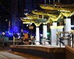 5月23日,美国歌手阿里安娜·格兰德(Ariana Grande)在英格兰曼彻斯特举行音乐会期间,发生恐怖袭击,紧急救护车辆赶到现场。 (AFP PHOTO/Paul ELLIS)