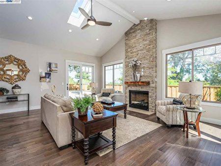2017新建房,4房3浴,4553 Las Lomitas Drive, Pleasanton,開價$1,675,000。(灣區地產經紀Mary Mok提供)