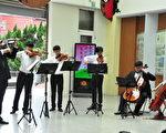 「竹詩」音樂下鄉列車26日來到香山國小,舉行悠揚美妙的小型音樂會。(賴月貴/大紀元)