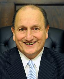 宾州匹兹堡所在的阿勒格尼郡议会议长John P. Defazio。(官网图片)