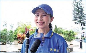 法轮功学员藤岛太太远道从日本来港参与活动,表示修炼法轮功令她身心获益良多。(大纪元)