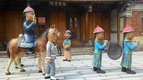 仿真人的Q版曹公人偶塑像,呈現曹公出巡之歷史故事。(曾晏均/大紀元)