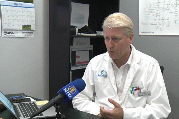 Optimal健康中心医生Dana Churchill说儿童铅中毒有多种根源。(李子文/大纪元)