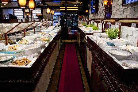 餐厅主食区内丰富的菜品。(餐厅提供)