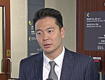 周浩鼎被质疑混淆了自己的角色,他应该代表香港人,而不是为梁振英辩护。(大纪元)