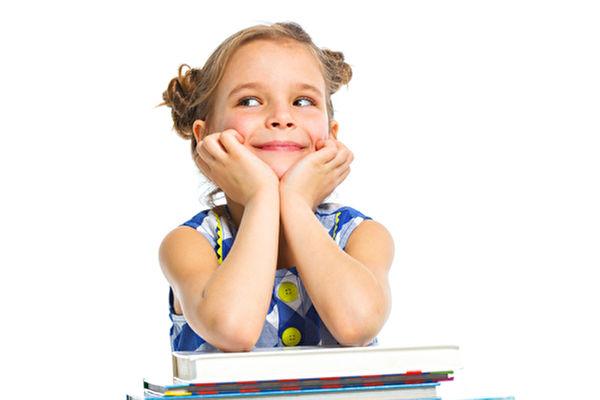 配合孩子的不同成長階段和情趣讀繪本,孩子能在同一本書中以不同的視角獲得不同的樂趣和知識。(Fotolia)