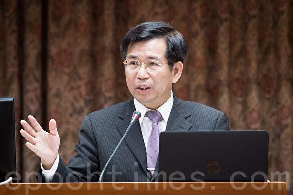 教育部长潘文忠表示,将修正《补习及进修教育法》,要求补习班招生和广告时需揭露教师真实姓名。(陈柏州/大纪元)