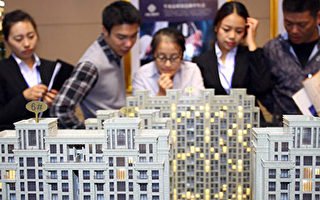 據法新社近日報導,由於中共當局對信貸放任自流,促使大批中國年輕人借債買車買房,加上房價飛漲等原因,導致這些年輕人日益陷入債務的深淵。(AFP/AFP/Getty Images)