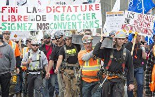2017年5月25日,魁北克全省建筑工人大罢工的第二天,建筑工人们游行表达诉求。(加通社)