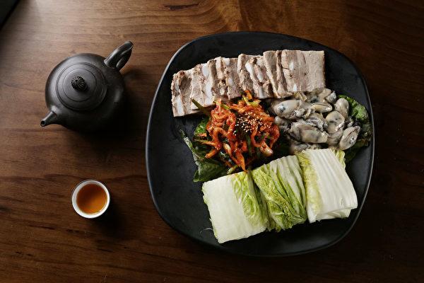 生蚝猪肉包菜。(张学慧/大纪元)