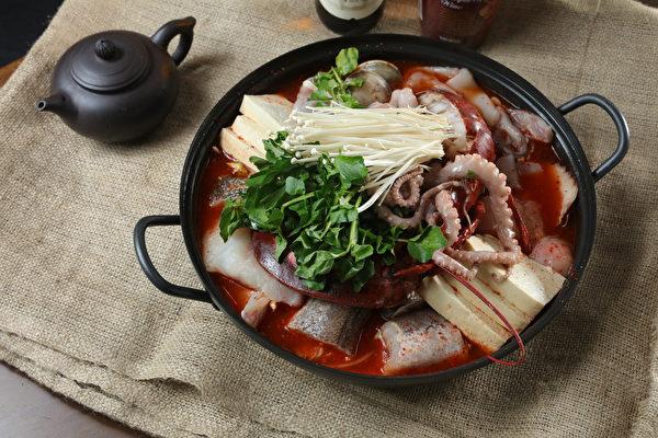 龙虾海鲜锅。(张学慧/大纪元)