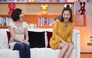 艺人赵小侨(右)和张本渝上节目接受专访。(TVBS提供)