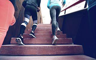 上班上课没精神?爬楼梯10分钟 提神胜咖啡因