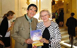 2017年5月6日下午,Ludwig Slama和Silva Slama夫婦觀看了在維也納城堡劇院(Burgtheater)舉行的神韻演出,表示演出無與倫比的精采,無論表演還是編舞,都非同凡響。(黃芩/大紀元)