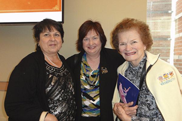 2017年5月6日下午,经济咨询公司老板Diana Mariano携80岁母亲Margaret Carlson 和友人Sharon Chellor 一同观赏了神韵国际艺术团在新泽西表演艺术中心的第四场演出。 (苏菲/大纪元)
