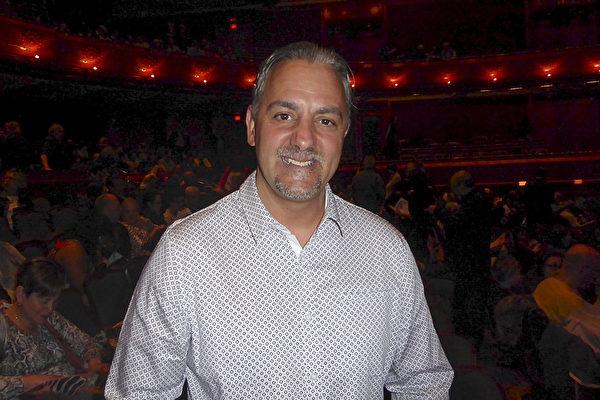 电脑专家Antonio Ferreira 5月6日观看神韵国际艺术团在纽瓦克新泽西表演艺术中心(NJPAC)的第四场演出后内心深受触动。 (良克霖/大纪元)