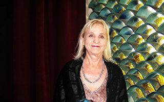 家俱设计师Beverly Harton观赏了5月6日神韵纽约艺术团的上半场演出后,赞不绝口。(于丽丽/大纪元)